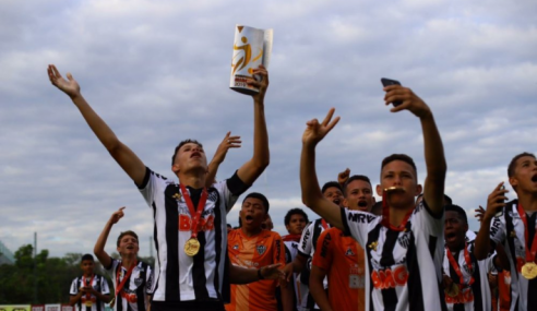Atlético perde para Cruzeiro, mas vence nos pênaltis e é tricampeão Mineiro Sub-14