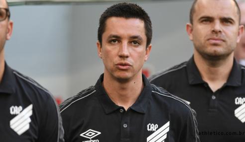 Eduardo Barros avalia importância da equipe de aspirantes do Athletico