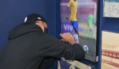 Atualmente no Flamengo, Matheuzinho visita Memorial do Londrina