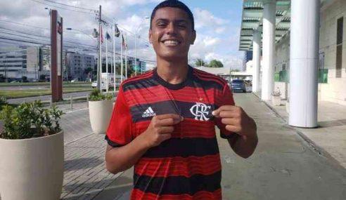 Mateusão assina primeiro contrato profissional com o Flamengo
