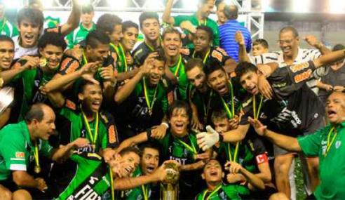 #TBT: Meias lembram conquista marcante do América-MG no Brasileirão sub-20 de 2011
