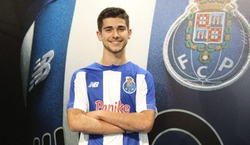Jorge Meireles assina primeiro contrato profissional com o Porto-POR