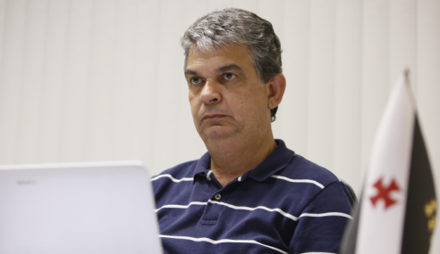 Carlos Brazil explica contratações para a base do Vasco