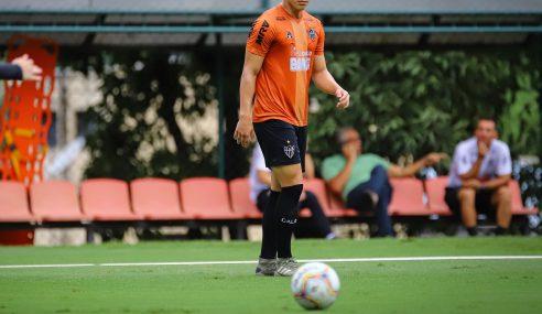 Com aval de Sampaoli, Atlético-MG promove zagueiro da base para atuar no profissional
