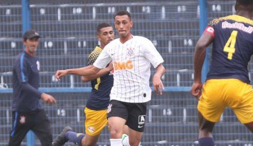 Atacante do sub-17 do Corinthians segue treinos em casa durante a pandemia