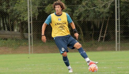 Negócio não avança e volante sondado pelo Athletico-PR segue no Grêmio