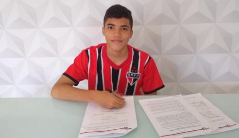 São Paulo assina contrato de formação com joia de 14 anos