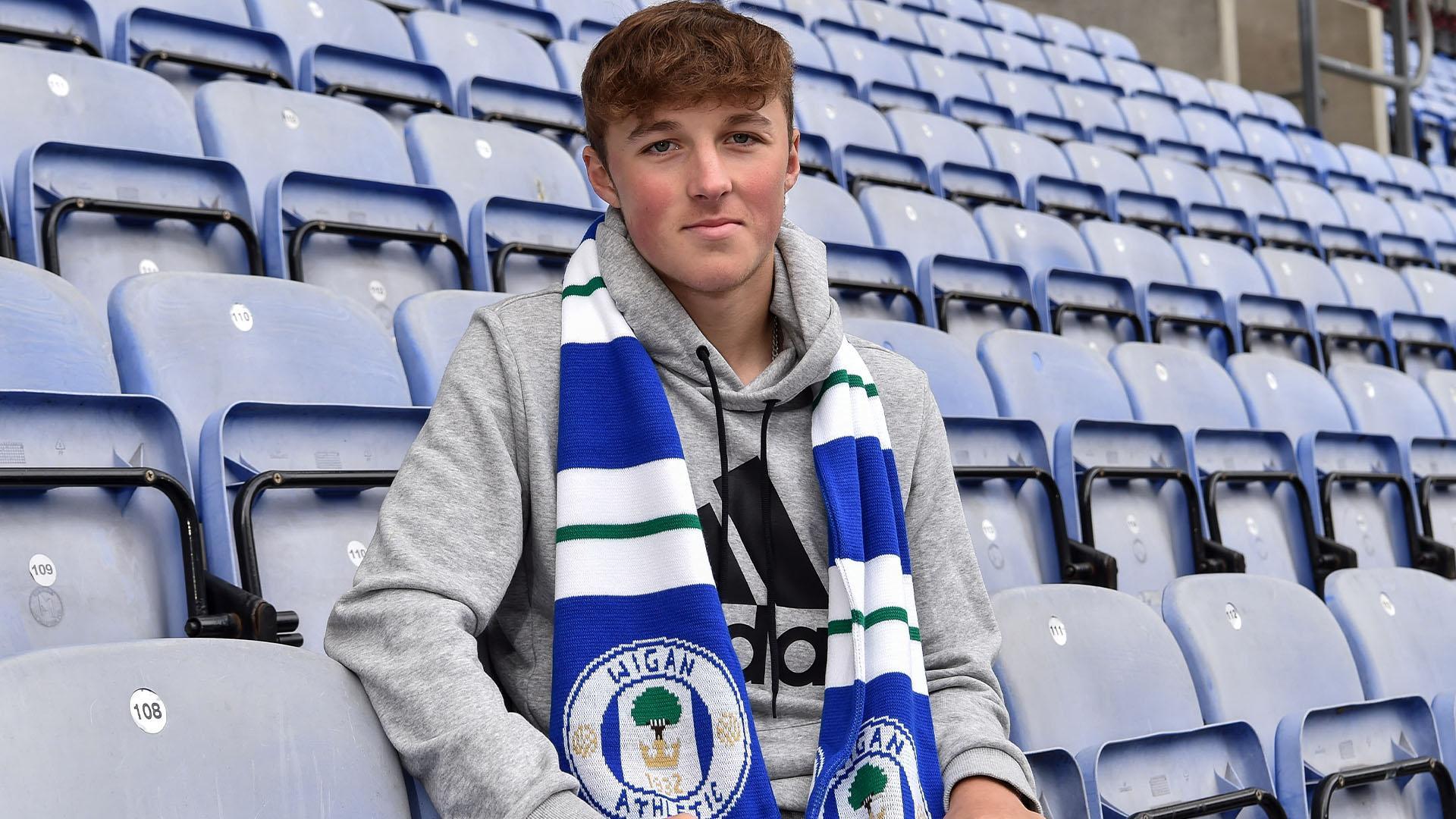 Tottenham-ING contrata promessa de apenas 15 anos de idade