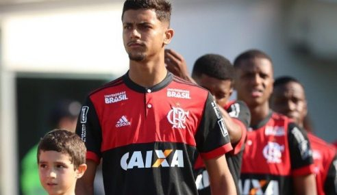 Flamengo vende lateral da base para o Al Wahda, dos Emirados Árabes