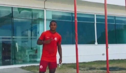 Ainda na Colômbia, jovem da base do Náutico convive com medo de não ter mais chances no clube