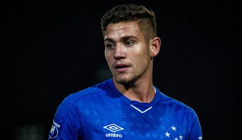Cruzeiro rejeita propostas e reintegra Caio Rosa ao profissional