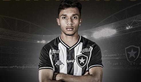 Botafogo fecha com atacante de 21 anos por empréstimo