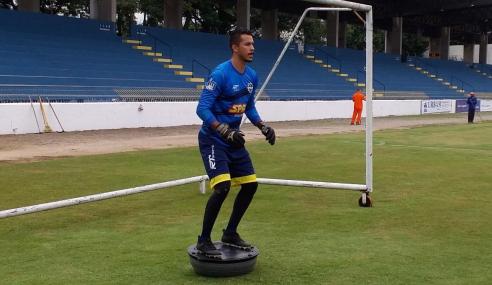 Goleiro celebra chegada de novo técnico ao São José-SP