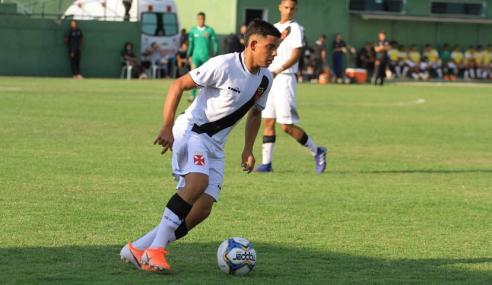 Laterais do sub-17 assinam contrato com o Vasco