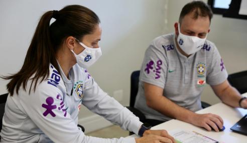 Simone Jatobá celebra volta aos treinos da seleção feminina sub-17