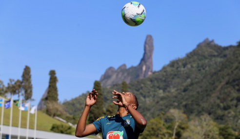 Da Taça das Favelas para a seleção, atacante do Flamengo conta sua história