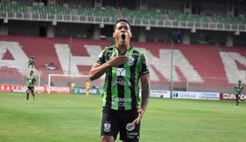 América-MG prorroga contrato de atacante Vitão