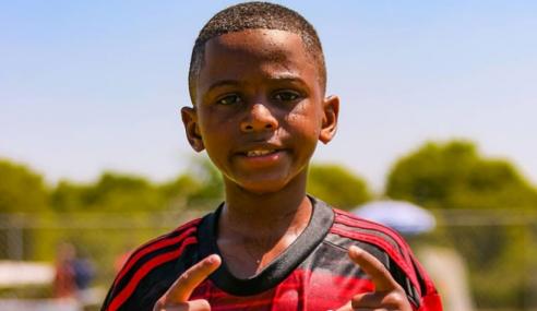 Aos 10 anos, atleta do Flamengo assina com a Nike