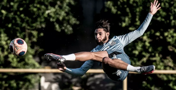 Após reviravolta, Internacional confirma contratação de Yuri Alberto