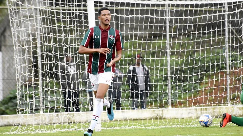 Fluminense renova com centroavante do sub-20 e estipula multa milionária