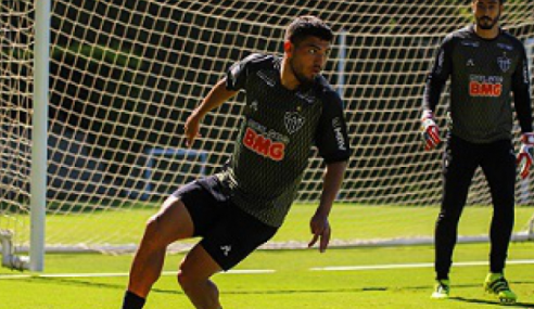 Atacante Bruno Silva negocia retorno à Chapecoense