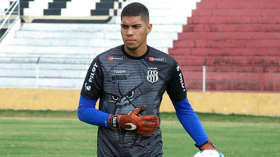 Ponte Preta renova com Guilherme Nogueira e libera goleiro da base
