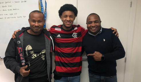 Flamengo acerta empréstimo de meia do São Caetano