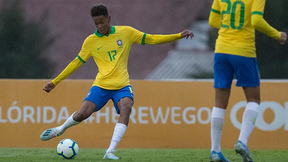 Campeão sul-americano sub-15, atacante assina primeiro contrato com o Athletico-PR