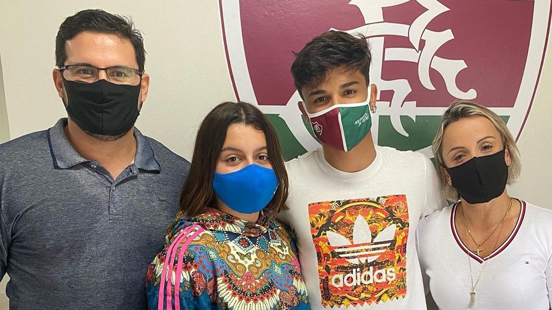 Fluminense assina com duas promessas do sub-17