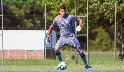 Vila Nova acerta com goleiro de 17 anos e renova com três jovens