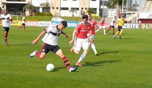 Desfalcado, atual campeão Flamengo perde para o Internacional no Brasileirão sub-20