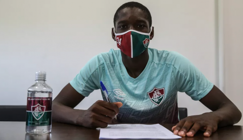 Fluminense renova com atacante Luiz Henrique