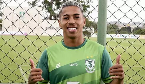 América-MG oficializa venda de Matheusinho a time de Israel