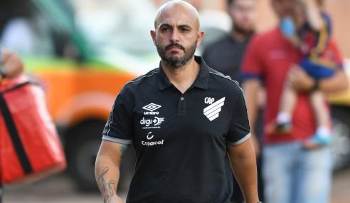 Após deixar o sub-20 do Athletico-PR, Rafael Guanaes é apresentado no Sampaio Corrêa