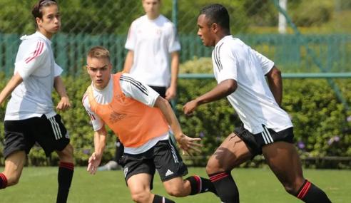 São Paulo retoma treinos do time sub-17 com novo técnico