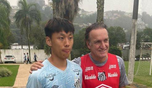 Santos contrata atacante chinês e renova com capitão do time na Copinha