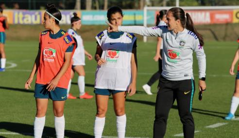 Técnica Simone Jatobá avalia período de treinos da seleção feminina sub-17