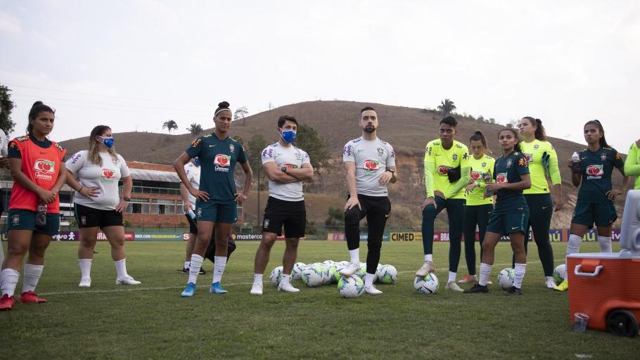 Jonas Urias analisa período de treinos da seleção feminina sub-20