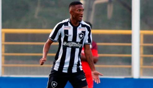 Botafogo negocia renovação com zagueiro do time sub-20