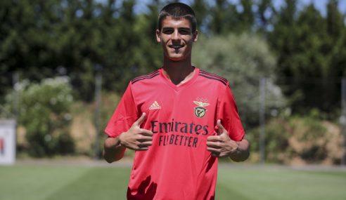 Benfica-POR contrata central búlgaro de apenas 16 anos