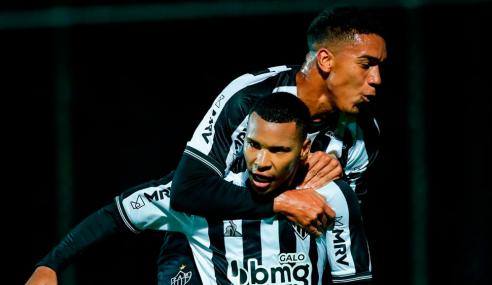 Em jogo interrompido pela chuva, Atlético-MG bate Chapecoense pelo Brasileirão sub-20
