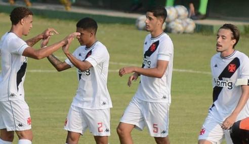Com gol nos acréscimos, Vasco arranca empate diante do Botafogo