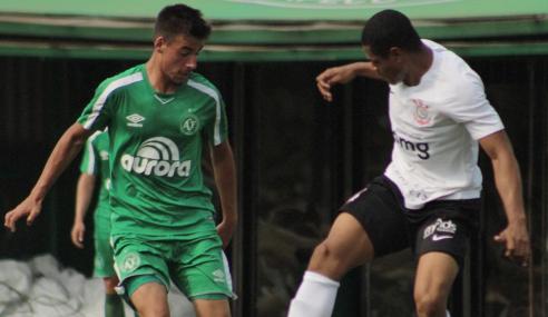 Fora de casa, Corinthians goleia Chapecoense pelo Brasileirão sub-20