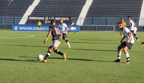 Com dois a menos, Corinthians segura o empate com o Vasco pelo Brasileirão sub-17