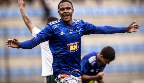 Com dois de Alexandre Jesus, Cruzeiro bate Palmeiras pelo Brasileirão sub-20