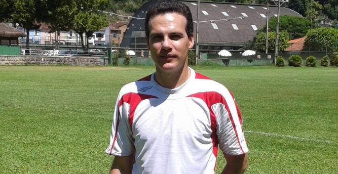 Volante do clube nos anos 90, Elder Campos assume sub-17 do Santos