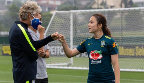 Laura revela motivação extra com presenças especiais em treinos da seleção feminina sub-17