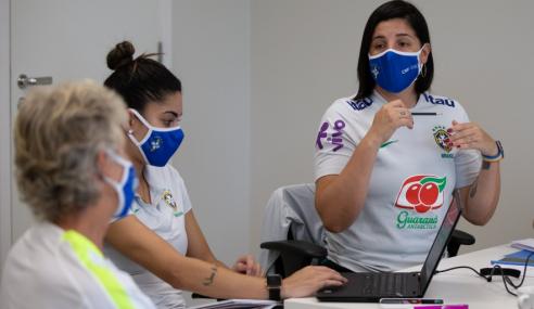 Auxiliar da seleção feminina sub-17 explica planejamento e integração entre categorias