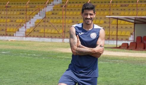 """Uruguaio na Segunda Divisão Paulista fala sobre defender clube de Edmilson: """"Referência mundial"""""""