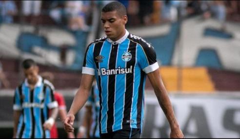 Grêmio recusa proposta por zagueiro e define valor para negociação